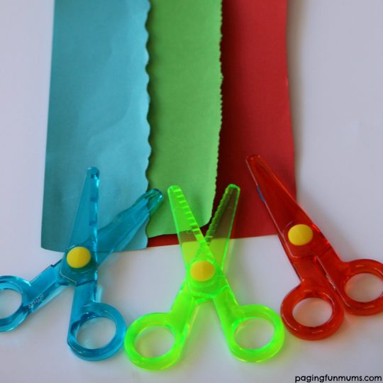 My First Crayola Scissors - three different cutting patterns!