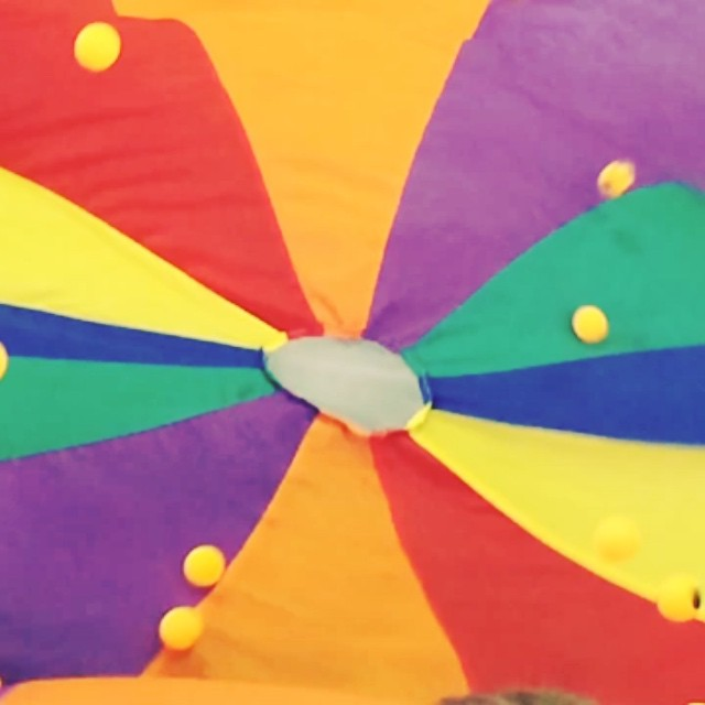 Ping Pong Balls on the Parachute at Gymnastics today...in slow motion. #becauseslowmotionisfun #funactivitiestodowithkids #fun #gymnastics #chidhoodgames Louise x