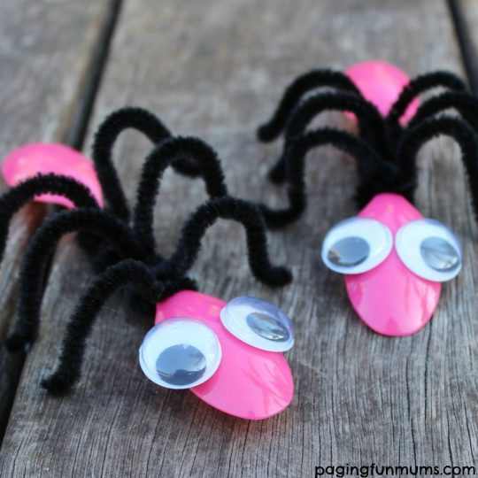 Cute Ant Craft using plastic spoons!