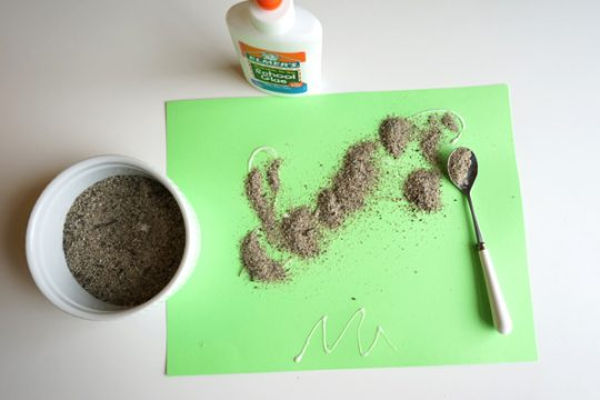Sand-and-Glue-creative-table