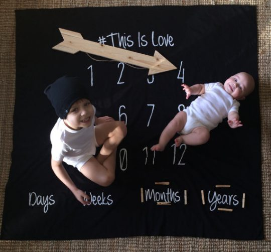 What a great idea! Making a sheet milestone baby blanket! Perfect photography prop - even for siblings!