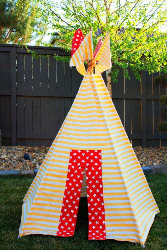 I love the flag details on this DIY Teepee Pattern!
